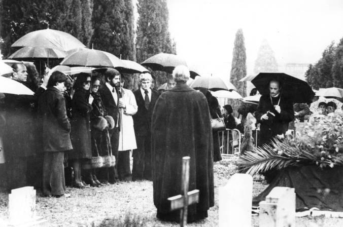chaplin funeral.jpg